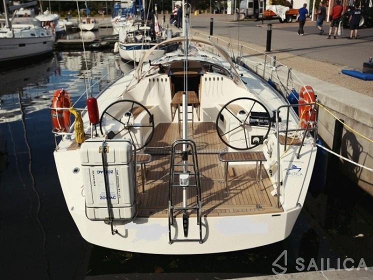 Cobra 41 - Yacht Charter Sailica