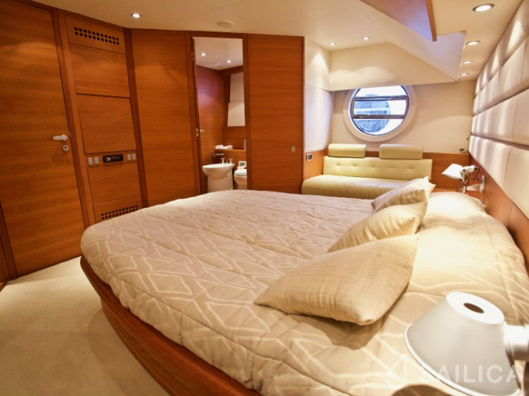 Aicon 64 Fly - Yacht Charter Sailica