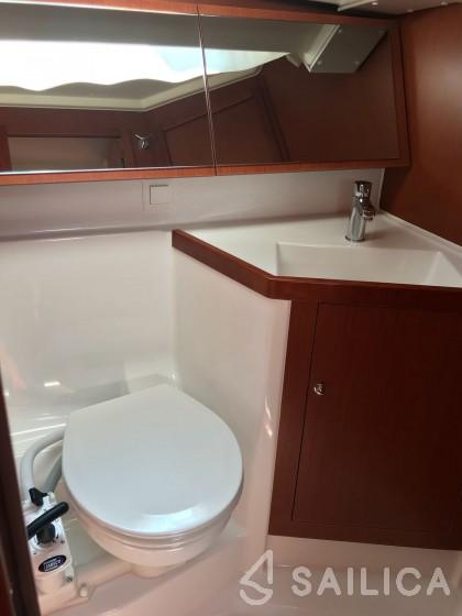 Oceanis 41.1 - Yacht Charter Sailica