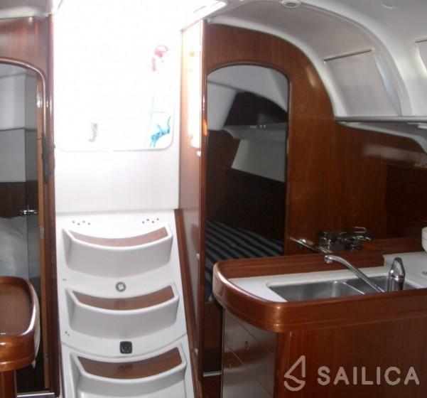 First 40.7 - Yacht Charter Sailica