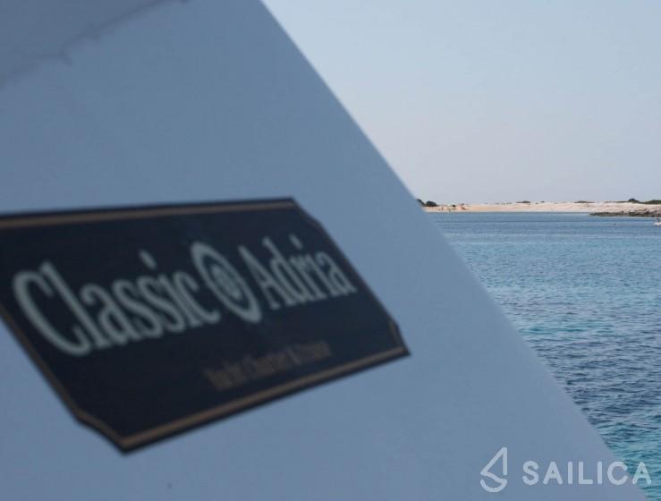 Hampton 42 - Yacht Charter Sailica
