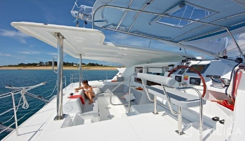 Rent Lagoon 421 in Italy - Sailica