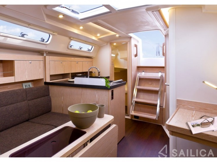 Rent Hanse 345 in France - Sailica