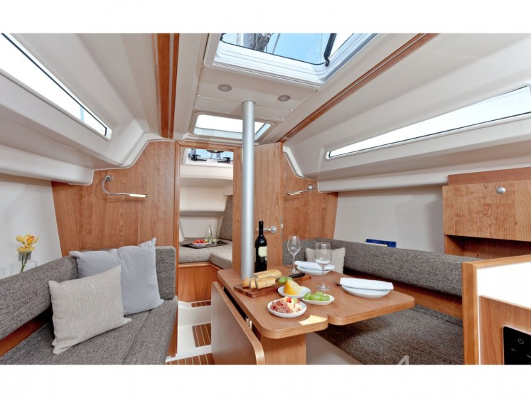 Rent Hanse 315 in France - Sailica