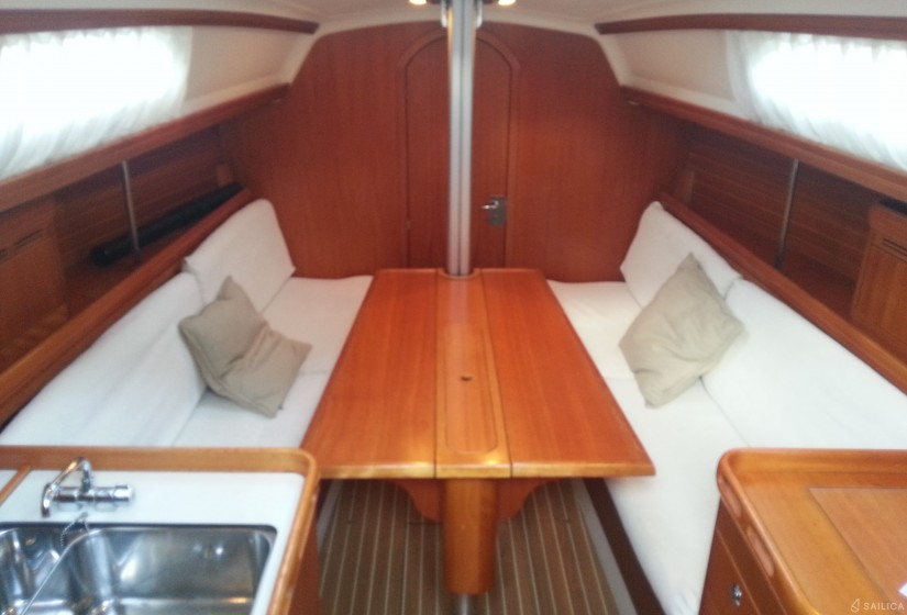 Elan 31 Performance - Yacht Charter Sailica