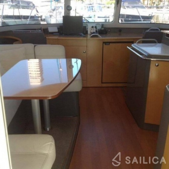 Highland 35 in Les Marines de Cogolin - Sailica