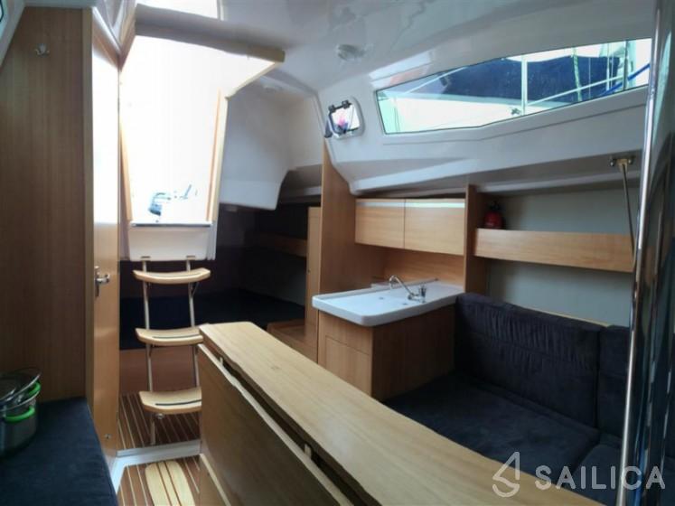 Maxus 26 Prestige 8/1 - Yacht Charter Sailica