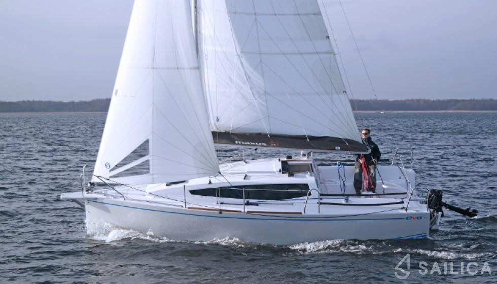 Maxus 26 Prestige - Yacht Charter Sailica