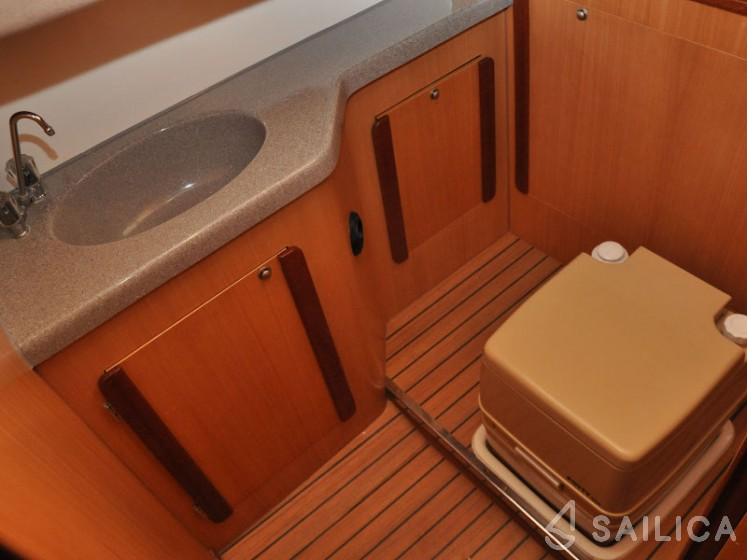 Nexus 850 - Yacht Charter Sailica
