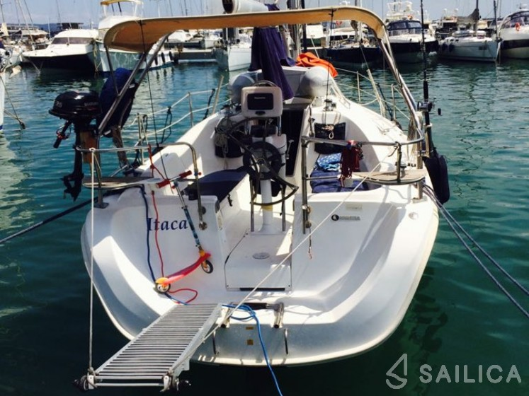 Hunter 31.2 - Yacht Charter Sailica