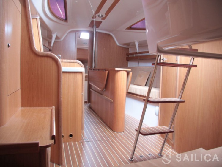 Maxus 28 Prestige - Yacht Charter Sailica