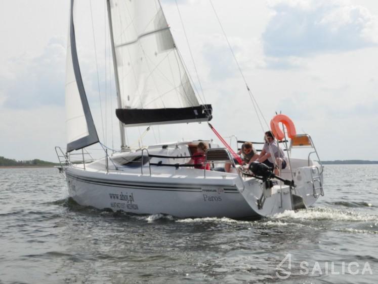 Maxus 28 Standard - Yacht Charter Sailica