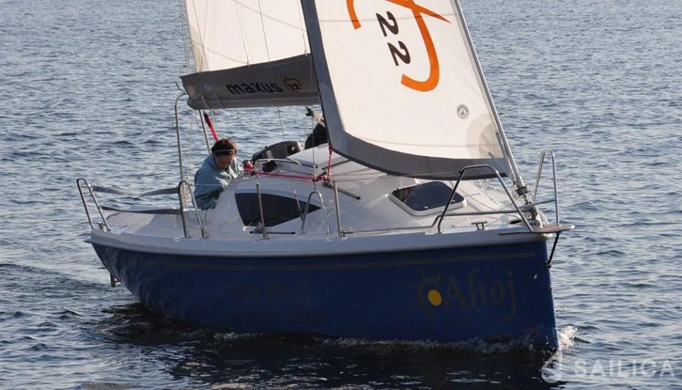 Maxus 22 Prestige - Yacht Charter Sailica