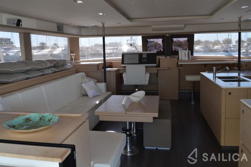 Rent Victoria 67 in France - Sailica