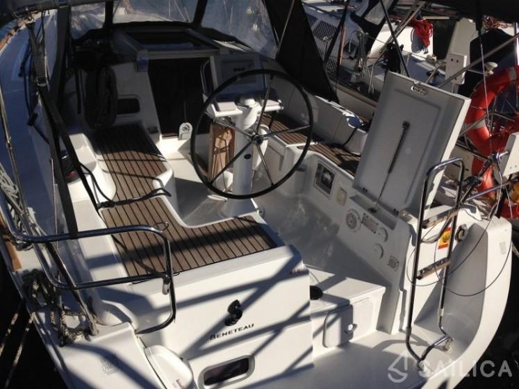 Rent Oceanis 31 in Spain - Sailica