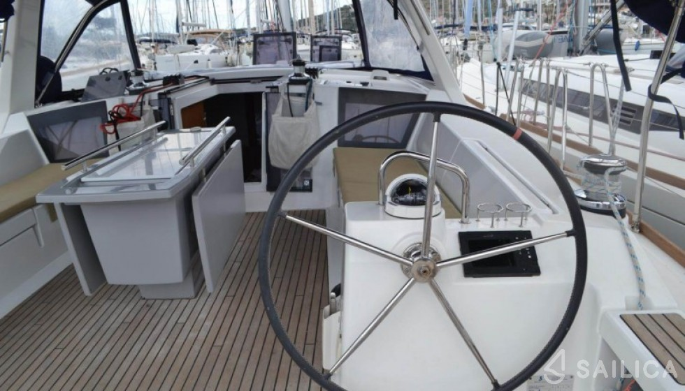 Oceanis 45 in Marina Baotic - Sailica