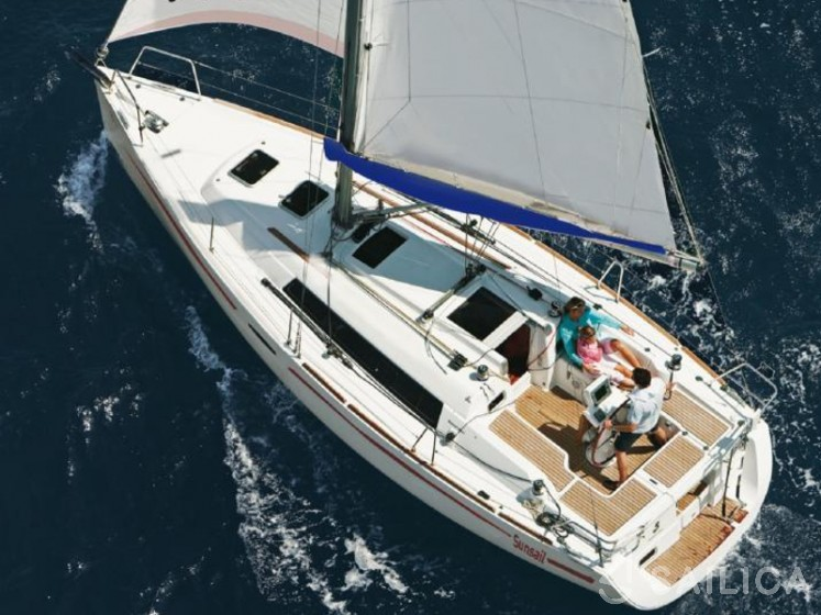 Rent Oceanis 31 in Italy - Sailica