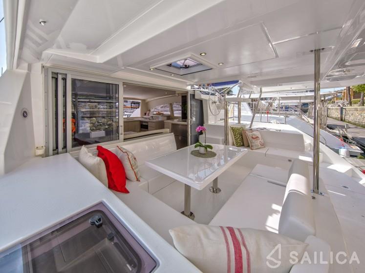 Sunsail 404 - Sailica Yacht Booking System #5