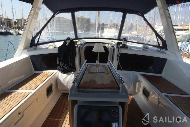 Rent Oceanis 48 in Italy - Sailica