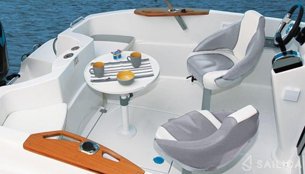 Rent Quicksilver 635 Commander in Spain - Sailica