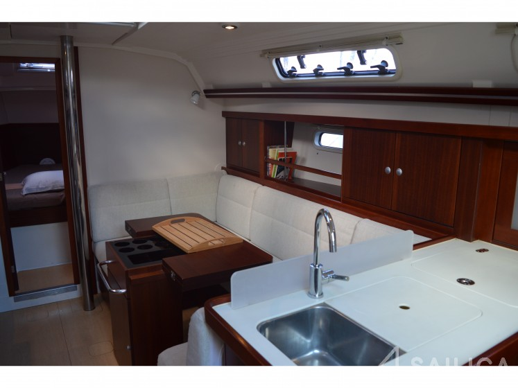 Rent Hanse 375 in France - Sailica