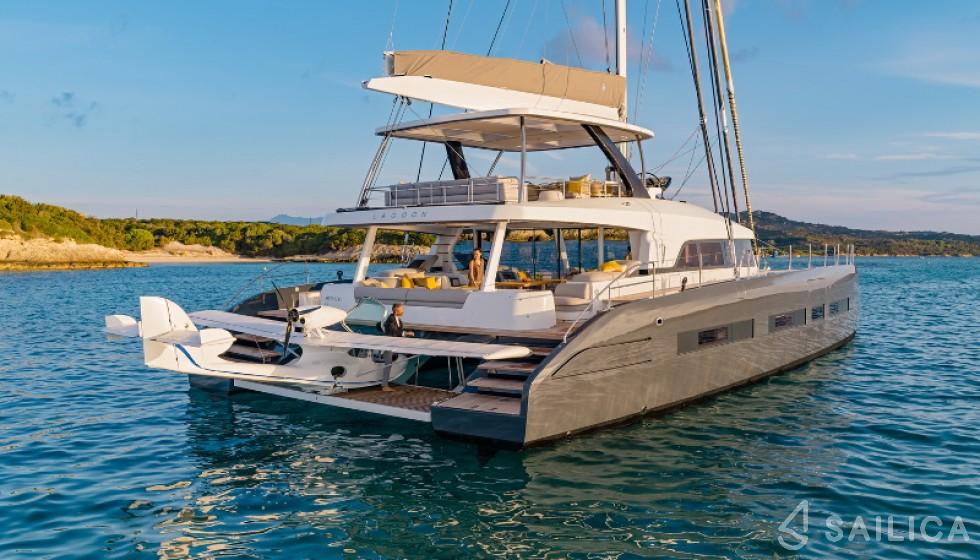 Rent Lagoon Seventy 7 in France - Sailica