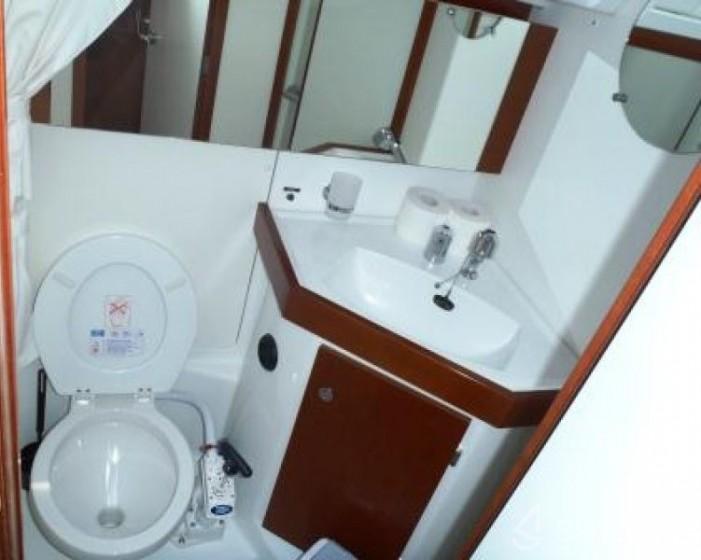 Oceanis 43 - Yacht Charter Sailica