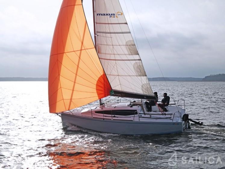 Maxus Evo 24 Prestige + - Yacht Charter Sailica