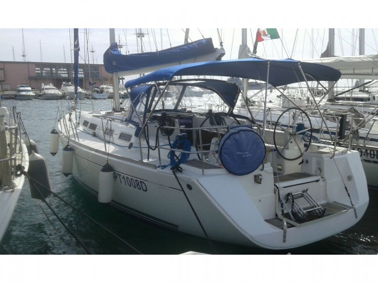 Dufour 425 GL - Yacht Charter Sailica