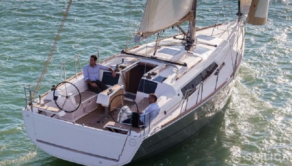 Dufour 382 in Marina Tropea - Sailica