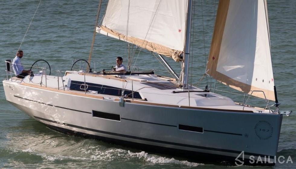 Dufour 382 - Jachtcharter Sailica