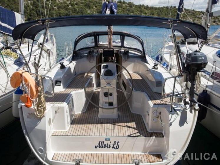 Bavaria Cruiser 33 (4) - Yacht Charter Sailica