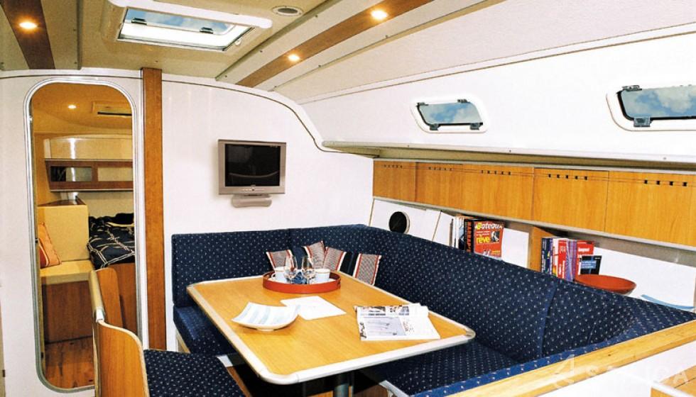 Harmony 42 - Yacht Charter Sailica