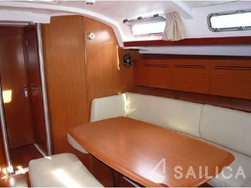 Rent Cyclades 434 in Greece - Sailica