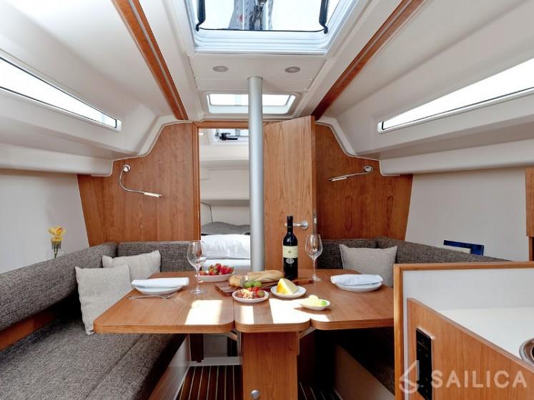 Rent Hanse 315 in Italy - Sailica