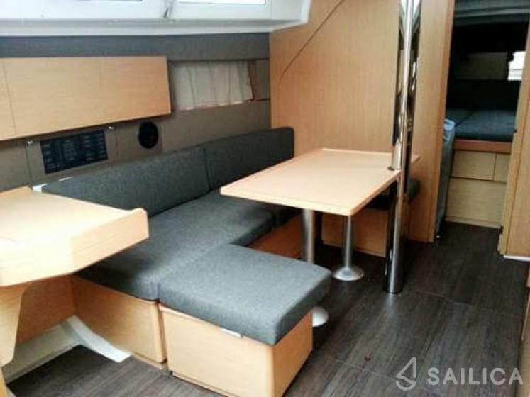 Oceanis 38 - Yacht Charter Sailica