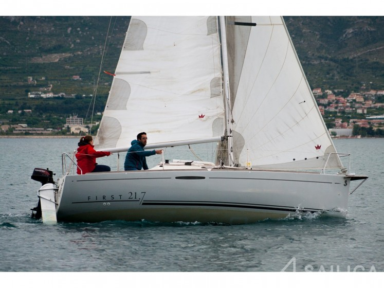 Beneteau First 21.7 - Yacht Charter Sailica