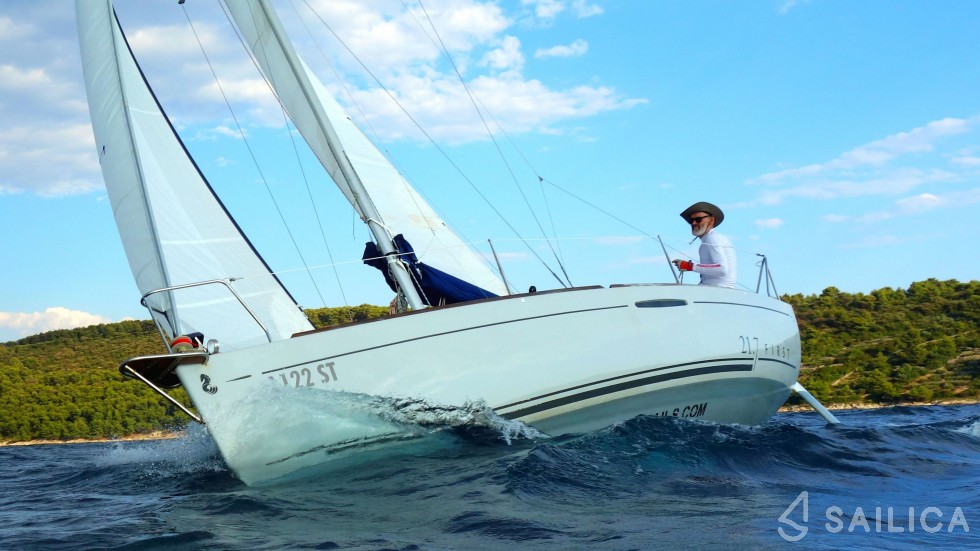 First 21.7 - Yacht Charter Sailica