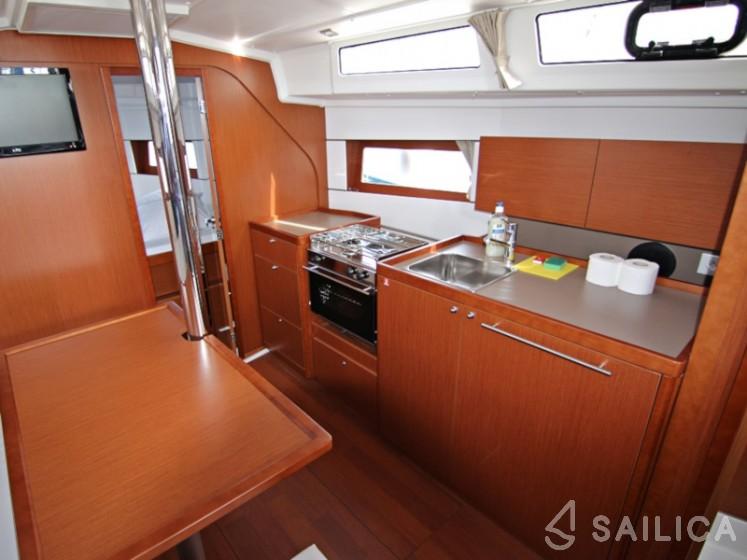 Oceanis 38.1 - Yacht Charter Sailica