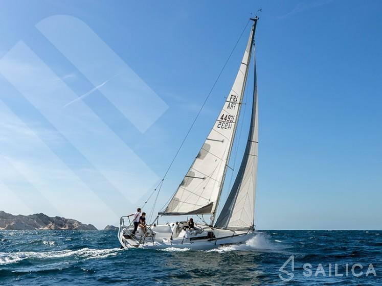 Ofcet 32 sc - Yacht Charter Sailica