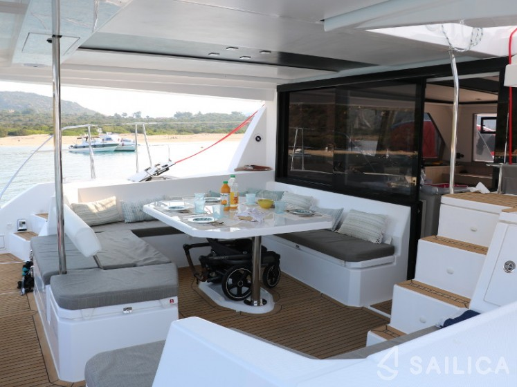 Leopard 45 in Les Marines de Cogolin - Sailica