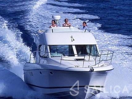 Prestige 32 - Yacht Charter Sailica