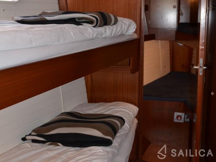Delphia 47 - Yacht Charter Sailica