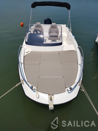null - Yacht Charter Sailica
