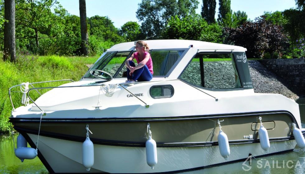 Rent Sedan Primo in France - Sailica