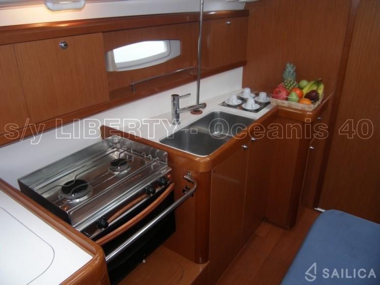 Oceanis 40 - Yacht Charter Sailica