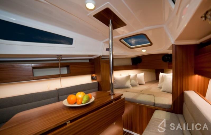 Maxus 26 Prestige + - Yacht Charter Sailica