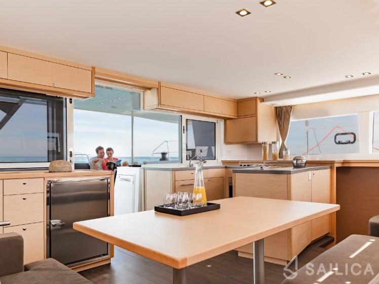 Lagoon 450  Flybridge - Yacht Charter Sailica