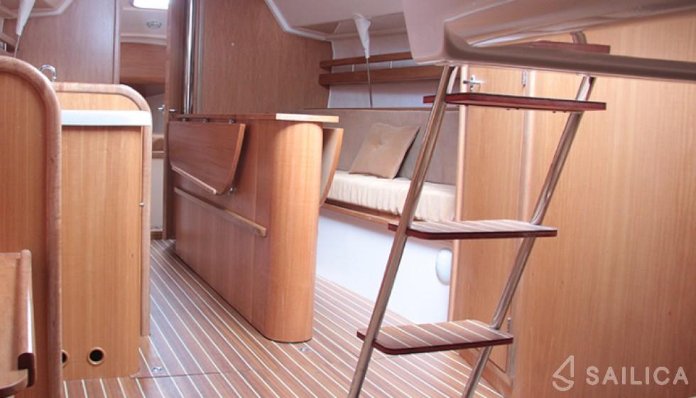 Maxus 28 Prestige + - Yacht Charter Sailica