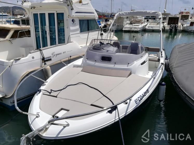 Cap Camarat 6.5 WA in Marina St Eulalia - Sailica
